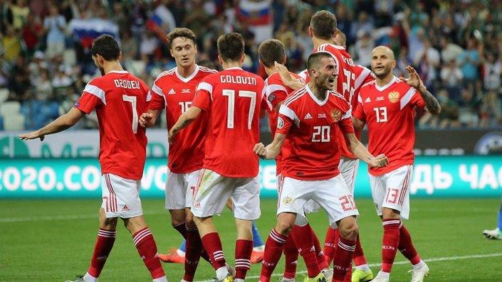 Венгрия - Россия. Какая сборная займёт первое место в группе после двух туров?